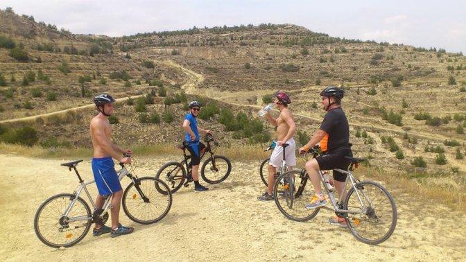 På sykkeltur i åsene rundt Voroklini